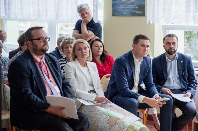 W czwartkowym posiedzeniu Rady Dzielnicy uczestniczyli też przedstawiciele magistratu: (od prawej) Ryszard Gajewski, Piotr Grzelak, Edyta Damszel-Turek i Marcin Dawidowski
