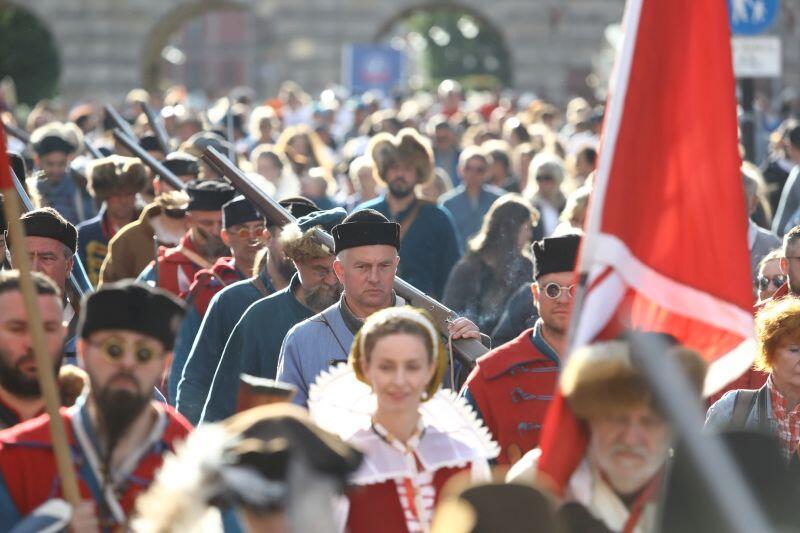 Po ceremonii otwarcia Baltic Sail przez Główne Miasto przeszła barwna parada rekonstruktorów historycznych i żeglarzy
