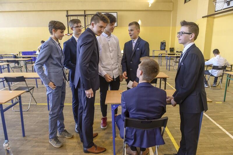 Szkoła Podstawowa nr 2 Piecki-Migowo, test z języka polskiego podczas egzaminu ósmoklasisty 2019 r.