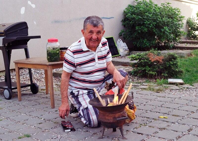 Na podwórku przy ul. Topolowej 2 i Batorego 43 i 45 jak co roku spotkano się przy sąsiedzkim grillu