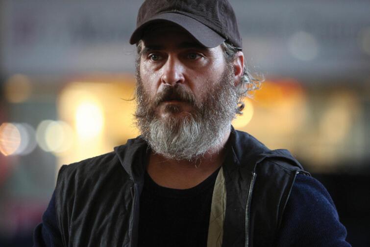 Za rolę Joego - byłego agenta do zadań specjalnych, który podejmuje się odnalezienia zaginionej nastolatki - Joaquin Phoenix otrzymał Złotą Palmę na Festiwalu Filmowym w Cannes w 2017 roku