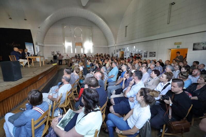 Premierowi słuchacze w Nowej Synagodze