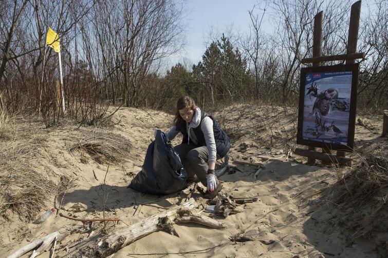 17 i 18 lipca Greenpeace Polska organizuje na gdańskiej plaży wielkie sprzątanie. Warto dołączyć do akcji. W programie także strefa rodzinna z warsztatami