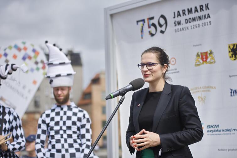 Prezydent Gdańska co roku oficjalnie otwiera to wielkie wydarzenie, przekazując klucze do miasta. Nz. Aleksandra Dulkiewicz podczas konferencji prasowej dot. Jarmarku