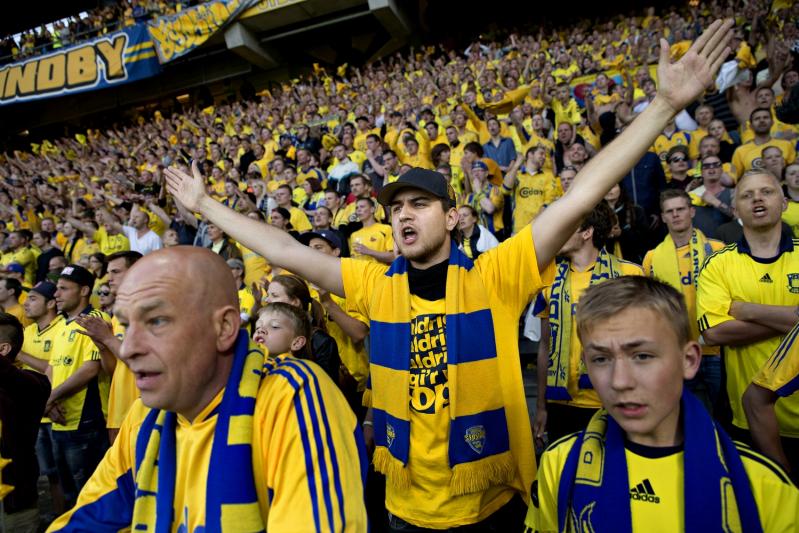 Fani Brøndby są znani z oddania swojej drużynie. Duński klub ma barwy żółto-niebieskie, co w Gdańsku może się kojarzyć z Arką Gdynia. Dlatego już dziś sugerujemy, by kibice Lechii nie wyciągali pochopnych wniosków i przyjaźnie przywitali zagranicznych gości