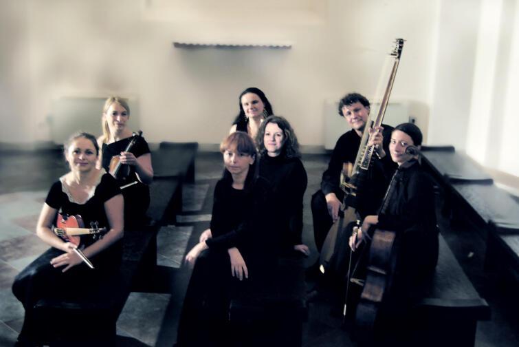 Grupa Silva Rerum arte powstała z inicjatywy absolwentek Akademii Muzycznej w Krakowie, Konserwatorium w Amsterdamie i Królewskiego Konserwatorium w Brukseli, specjalizujących się w grze na instrumentach historycznych