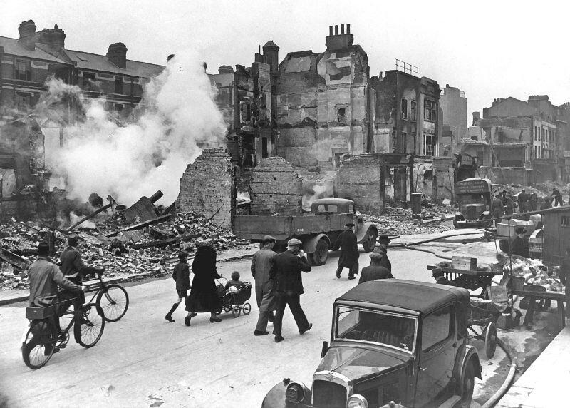 Londyn 1940 r. Niemiecka operacja Blitz polegała na seria nalotów bombowych na Wielką Brytanię