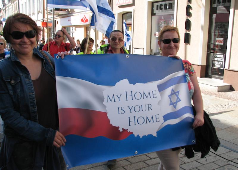 Nz. uczestnicy Marszu Życia w Kielcach, którzy solidaryzowali się z narodem żydowskim