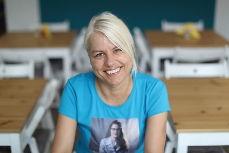 Jolanta Rychlik, współzałożycielka Fundacji `Świat Wrażliwy`, na koszulce jej córka Kasia
