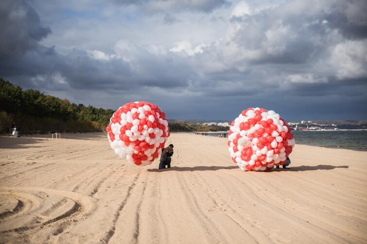Miejskim imprezom sportowym, m.in. biegom, towarzyszyło zazwyczaj uroczyste wypuszczenie w niebo kolorowych balonów. GOS zrezygnował z tego zwyczaju