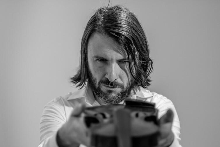 Grabek - polski multiinstrumentalista, kompozytor, twórca muzyki elektronicznej