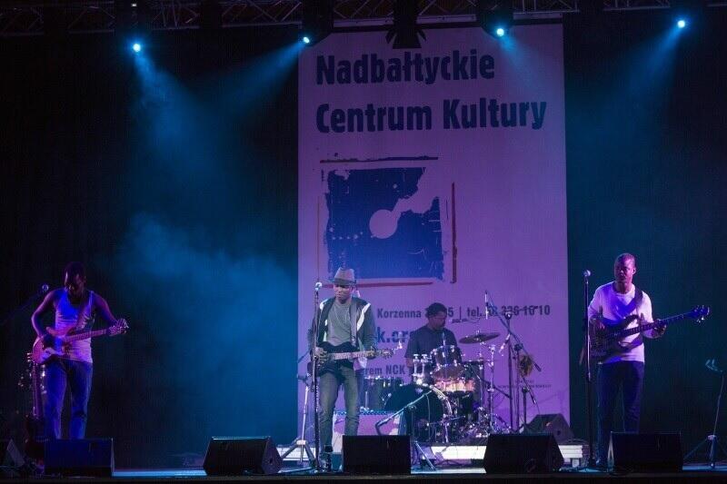 """Główną częścią programu Festiwalu Kultur """"Okno na świat"""" są koncerty w Centrum św. Jana. Nz. zespół Songhoy Blues (Mali), który zachwycił publiczność w 2015 roku"""
