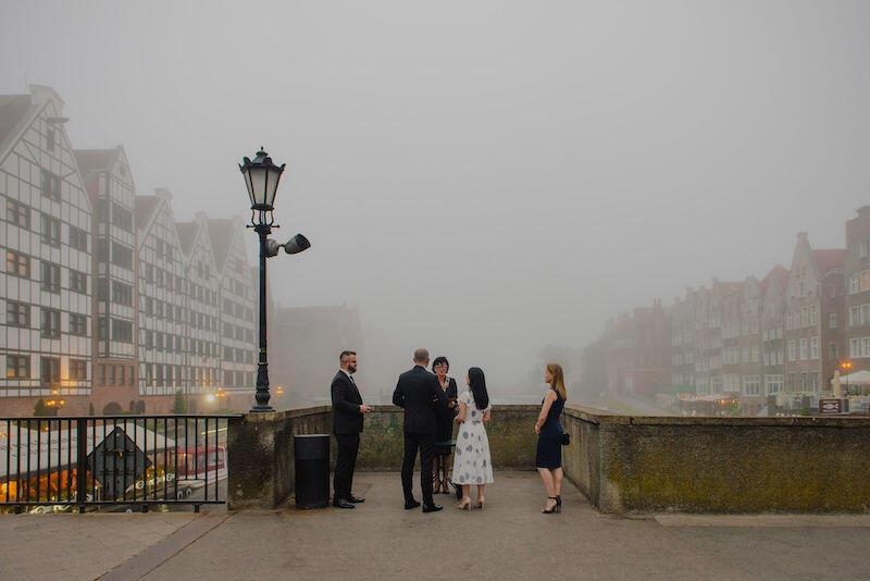 Ewelina i Piotr wzięli ślub na Zielonym Moście, czyli w miejscu spotkali się po raz pierwszy. Romantycznie, prawda?:)