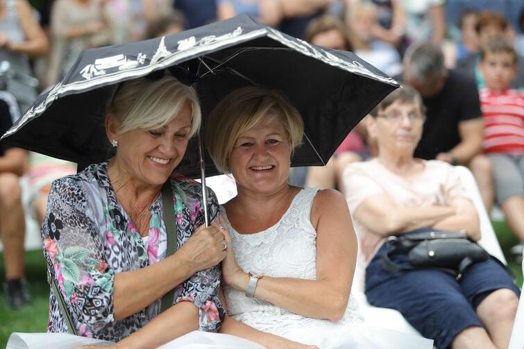 Koncert był udany, szczególnie z punktu widzenia tych osób, które przed wyjściem z domu spojrzały na pochmurne niebo i zabrały ze sobą parasol