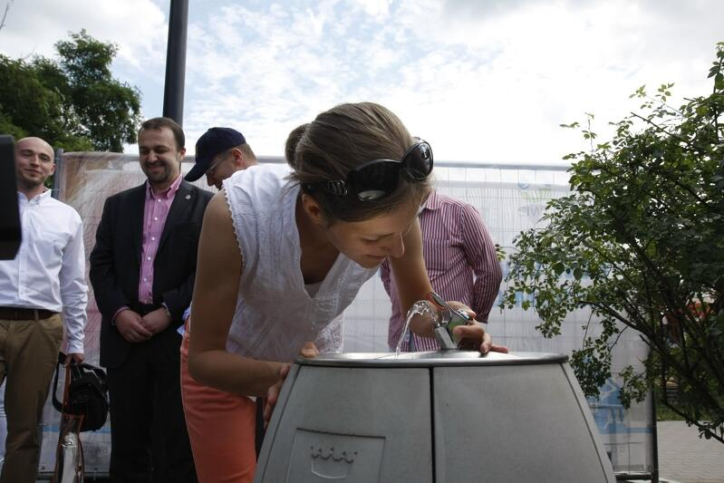 GIWK zachęca mieszkańców do picia wody prosto z ulicznych zdrojów