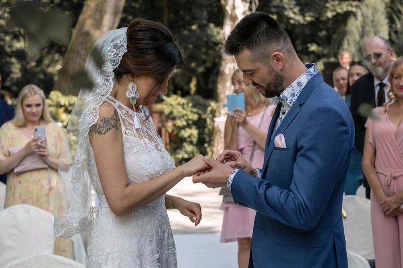 Paulina i Paweł Baranowscy, choć mieszkają w Niemczech, na miejsce swojego ślubu w plenerze wybrali Gdańsk-Jelitkowo