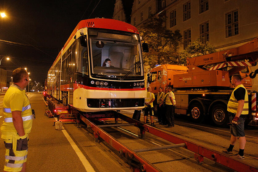W nocy z poniedziałku na wtorek do Gdańska dotarł nowy tramwaj z bydgoskiej Pesy