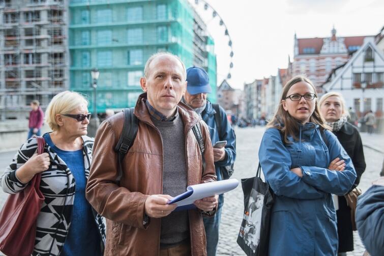 Prof. Cezary Obracht-Prondzyński jako przewodnik, podczas spaceru śladami wielokulturowości Gdańska (Oblicza Gdańskich Tożsamości)