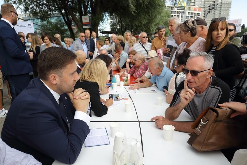 W dzielnicy Piecki-Migowo gdańszczanie mieli okazję porozmawiać m.in. z Piotrem Borawskim - zastępcą prezydenta Gdańska ds. przedsiębiorczości i ochrony klimatu