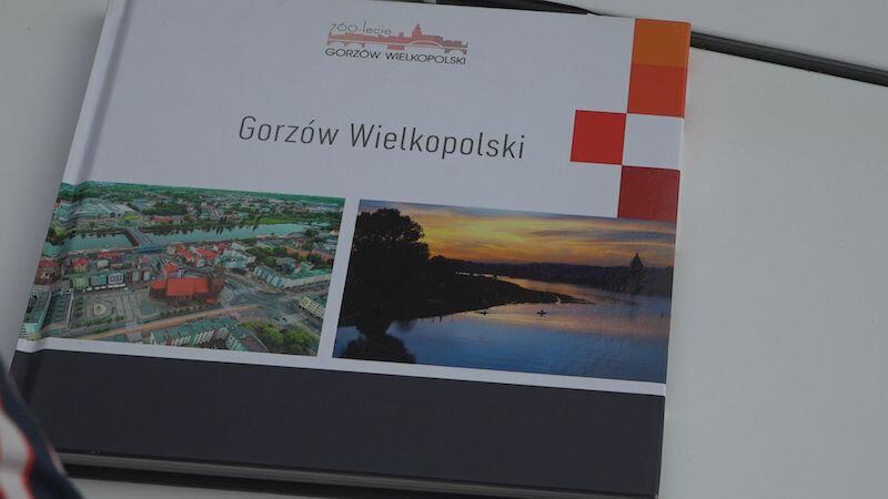 Taki prezent został podarowany Aleksandrze Dulkiewicz od mieszkanki Gorzowa Wielkopolskiego