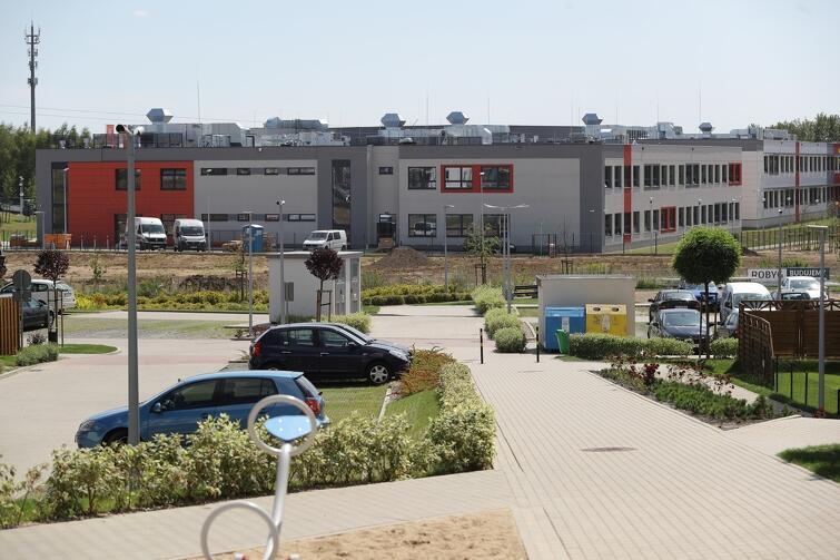Estetycznie i nowocześnie jest i wewnątrz i na zewnątrz szkolnego kompleksu