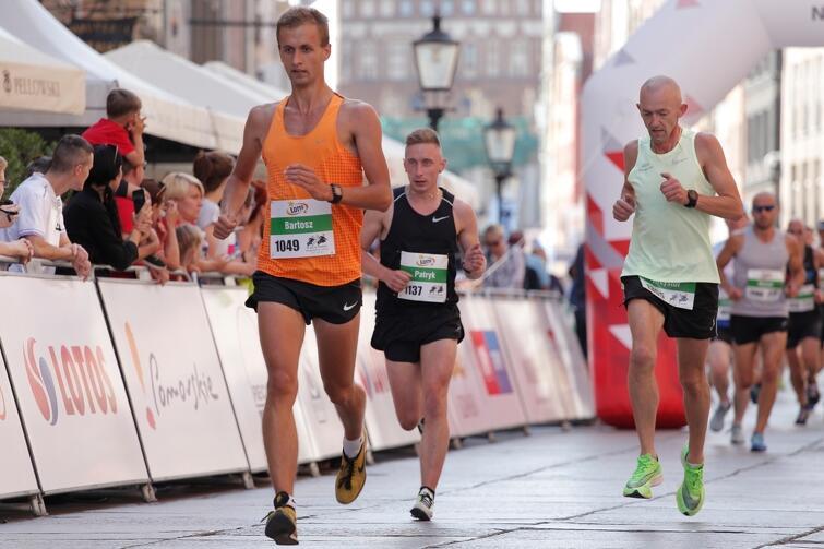 W kategorii 'Bieg mężczyzn' na dystansie 5 km, biegło blisko pół tysiąca osób