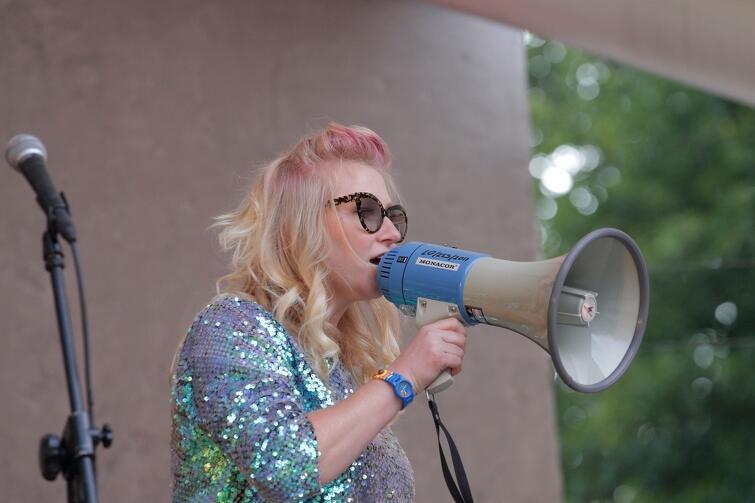 Karolina Piechota lubi, gdy jest głośno i mocno. Bywało, że mikrofon zamieniała na... megafon