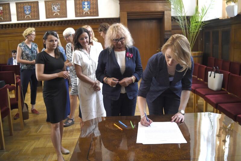 Podpis składa Agnieszka Kapała-Sokalska, radna Sejmiku Województwa Pomorskiego i członkini Zarządu Województwa Pomorskiego