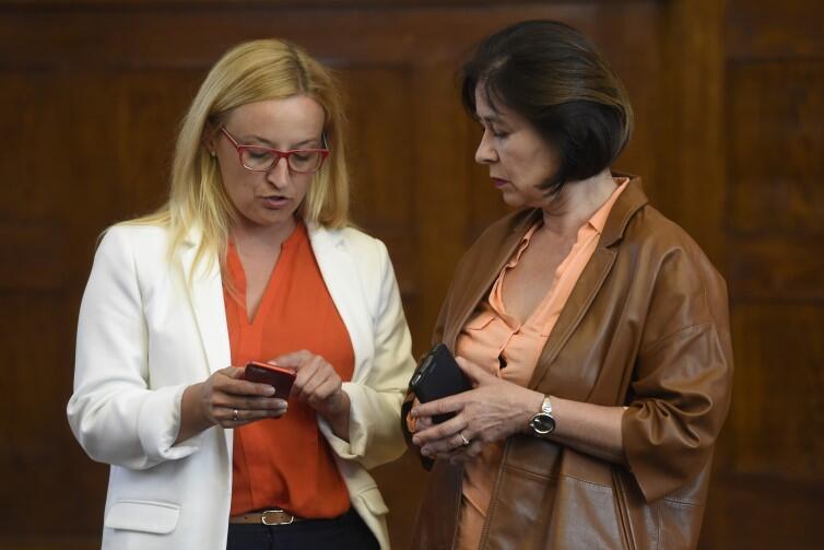 Wśród sygnatariuszek apelu do wojewody są: Agnieszka Owczarczak (w białym żakiecie) - przewodnicząca Rady Miasta Gdańska i Grażyna Czajkowska - radna Sopotu