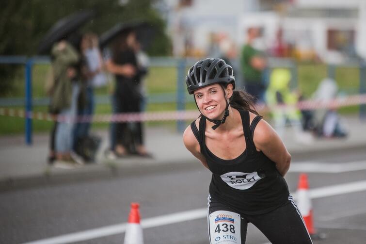 w Maratonie Sierpniowym udział może wziąć każdy,  kto jeździ na rolkach lub wrotkach,  bez względu na wiek.