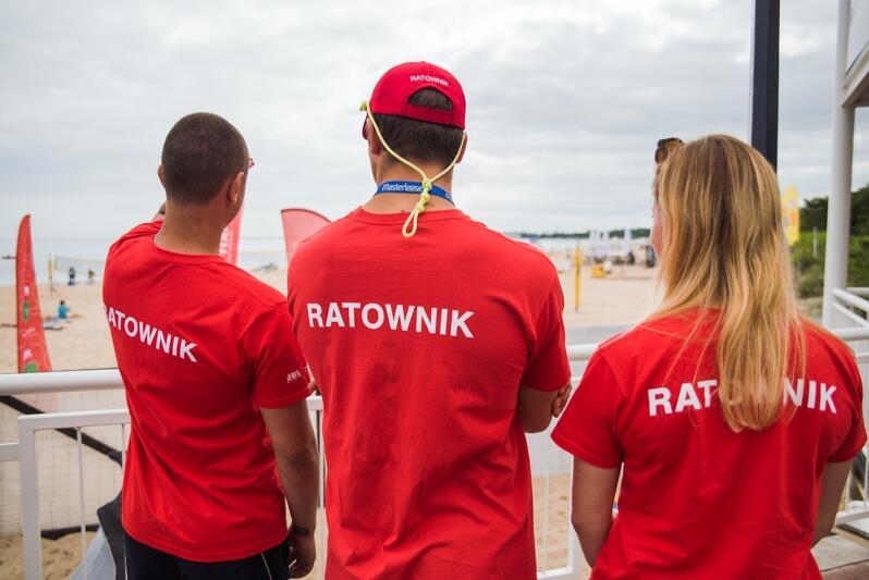Gdańscy ratownicy na plaży w Brzeźnie. To dzięki nim od wielu lat gdańskie kąpieliska są bezpieczne