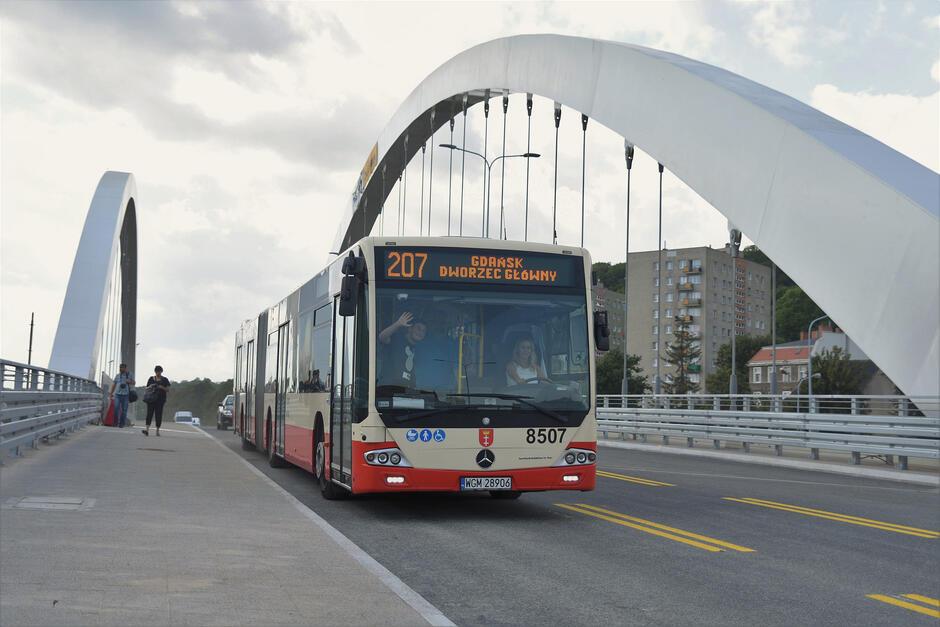 Pierwsza nitka nowego wiaduktu w centrum Gdańska już otwarta dla kierowców