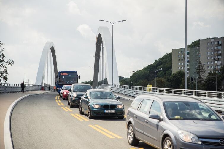 Część wiaduktu oddana do użytku kierowcom ma rozpiętość 104 m i szerokość 17,5 m. Ruch kołowy odbywa się po trzech pasach jezdni