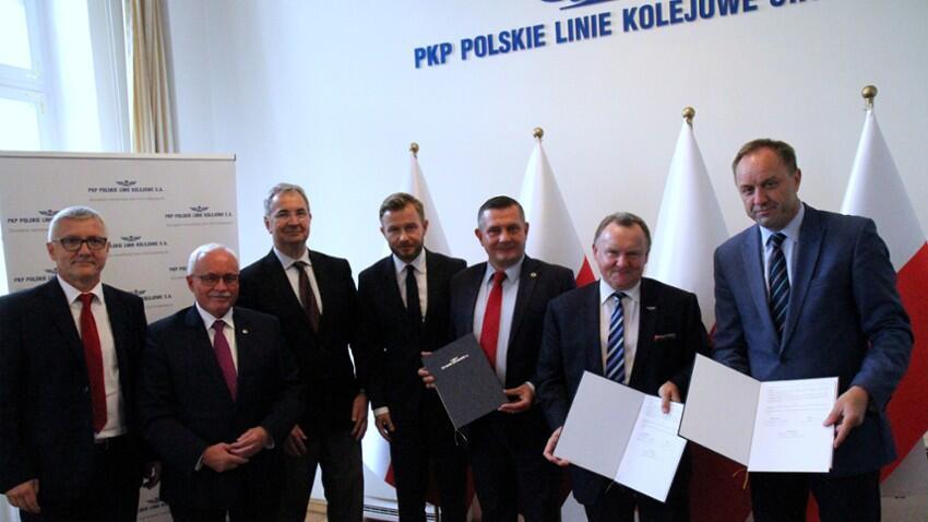 """Podpisanie porozumienia pomiędzy Województwem Pomorskim, PKM i PKP PLK w sprawie """"bajpasa kartuskiego"""