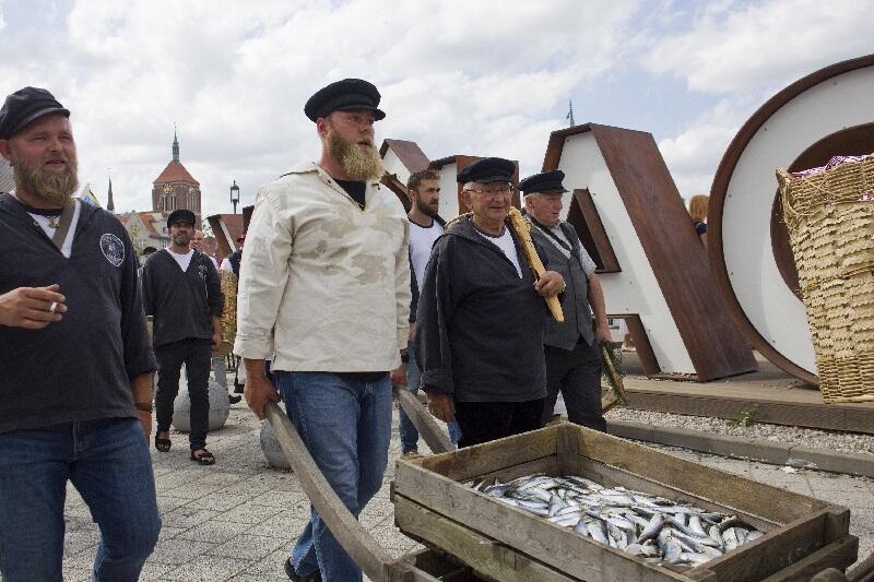 Handlujący kaszubscy rybacy od wieków zaopatrywali mieszkańców Gdańska w świeże ryby. Tak będzie także podczas czwartkowego Fischmarkt