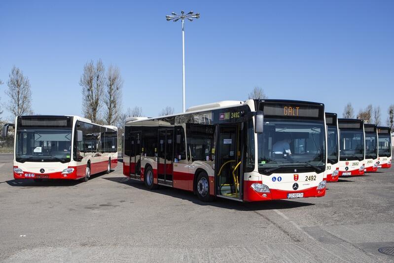 Pojazdy komunikacji miejskiej w Gdańsku w piątek kursują według sobotnich rozkładów jazdy
