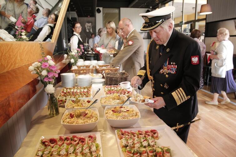 Po uroczystościach uczestników zaproszono na poczęstunek zorganizowany przez Miasto Gdańsk