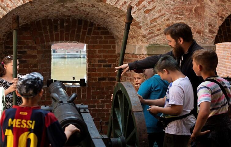 Spacery były dla dzieci okazją do poznania historii swojej małej ojczyzny