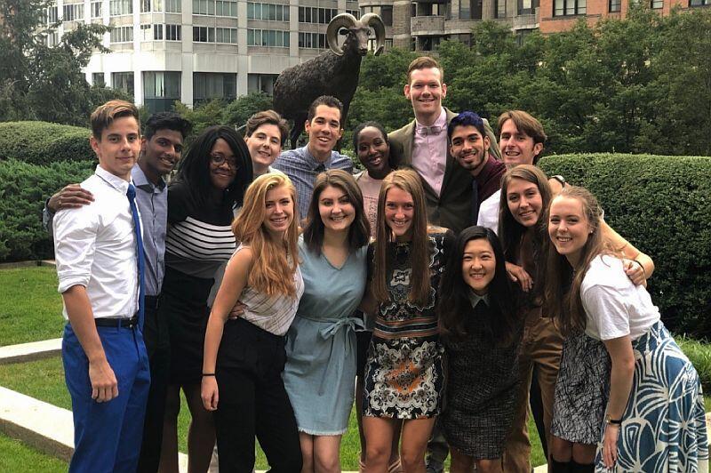 Część mojego zespołu przed spotkaniem z Prezydentem Fordham University