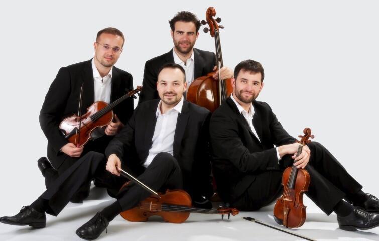 VenEthos Ensemble to kwartet smyczkowy wykonujący na instrumentach z epoki interpretacje arcydzieł muzyki kameralnej od XVII do XIX wieku. usłyszymy ich w niedzielę, 18 sierpnia 2019 r.