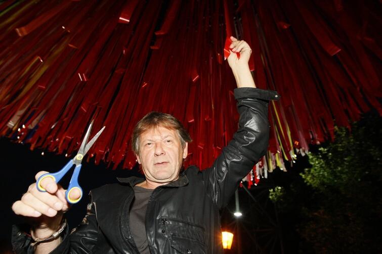Jerzy Janiszewski w sierpniu 2012 r., podczas uroczystości odsłonięcia w Gdańsku jednej z prac artysty