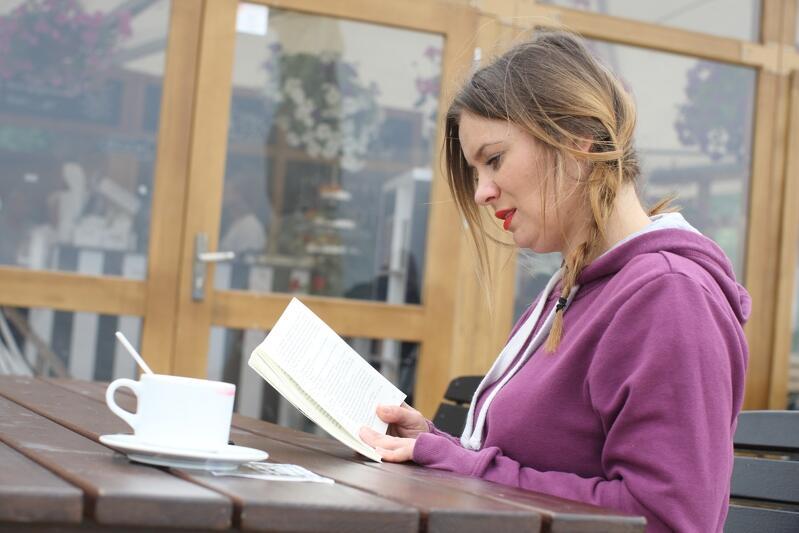 Ewelina z Nowego Sącza wybrała bibliotekę w barze plażowym w Brzeźnie (wejście nr 41)