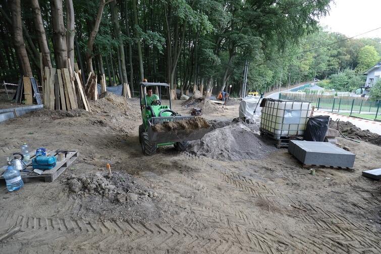 Przy ul. Ludowej zbudowany zostanie plac zabaw, pojawią się miejsca do piknikowania, stojaki na rowery iławki