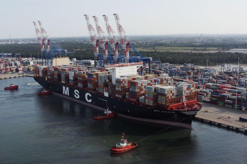 Największy kontenerowiec świata MSC Gülsün w DCT w Gdańsku