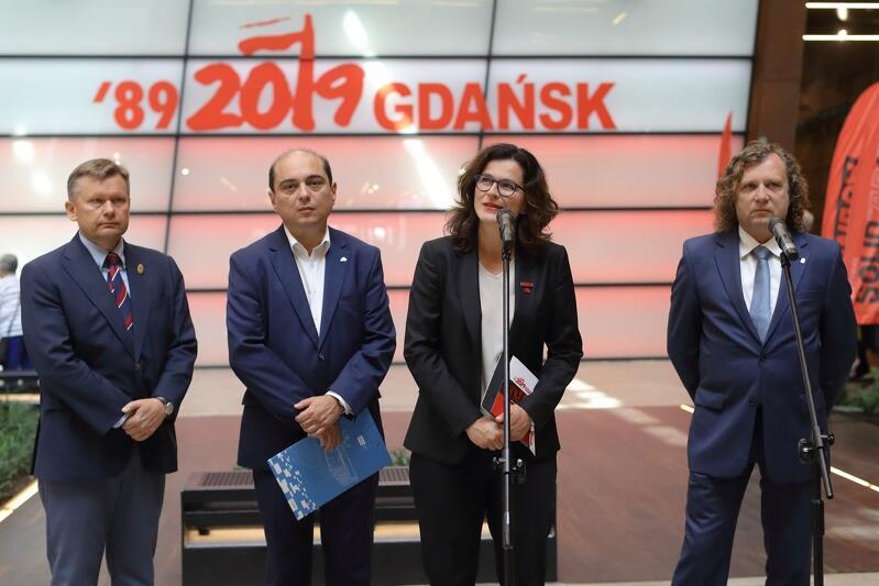 Nz. od lewej: Waldemar Ossowski - dyrektor Muzeum Gdańska, Basil Kerski dyrektor ECS, Aleksandra Dulkiewicz - prezydent Gdańska, Jacek Karnowski - prezydent Sopotu