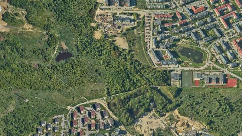 Teren w graniach projektu planu Zakoniczyn w rejonie ulicy Aleksandra Dulin'a jest niezagospodarowany. Ma tu powstać m.in. całoroczne lodowisko i basen