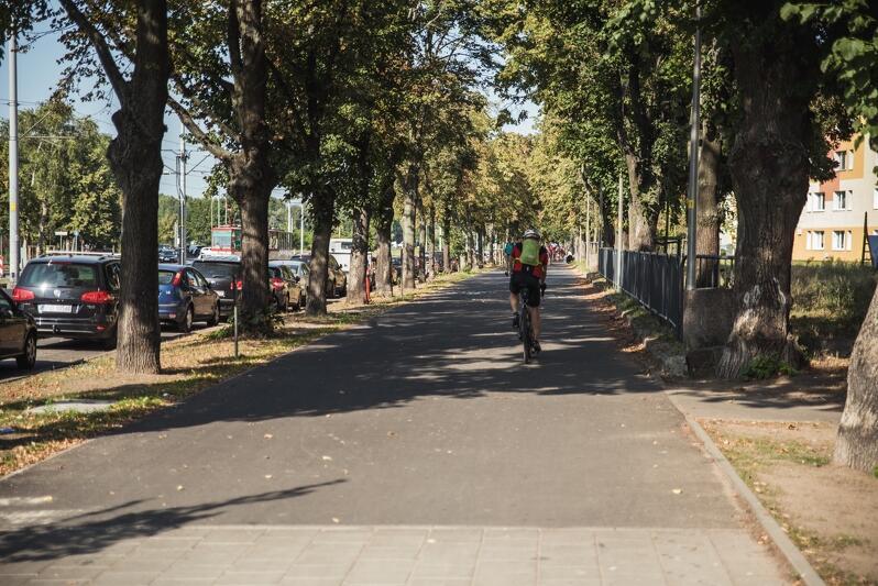 Nowa droga rowerowa wzdłuż al. Hallera w Brzeźnie jest niemal gotowa
