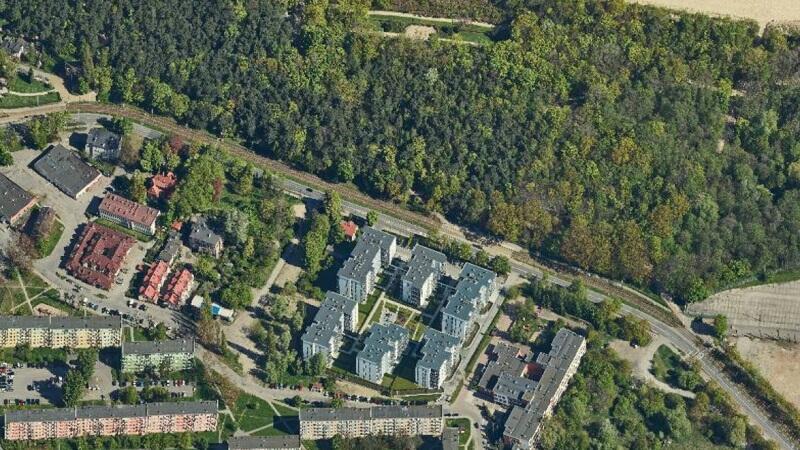Budynki mieszkalne przy ul. Krasickiego, wyżej Park Brzeźnieński nad morzem
