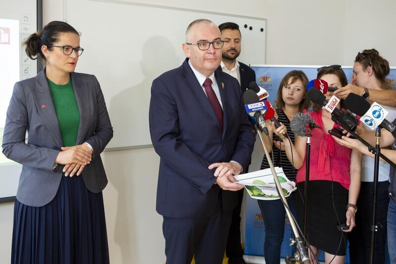 O przygotowaniach Gdańska do nowego roku szkolnego opowiadali w środę, 28 sierpnia, Prezydent Aleksandra Dulkiewicz i jej Zastępca, Piotr Kowalczuk