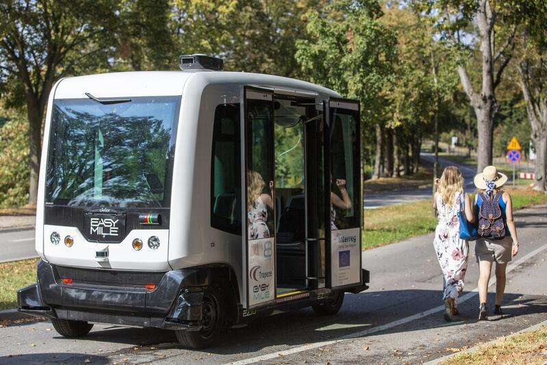 Elektryczny pojazd EZ10 firmy EasyMile już można zobaczyć w pobliżu Gdańskiego Ogrodu Zoologicznego